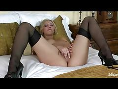Hot blonde gently masturbates perfect pussy tubes