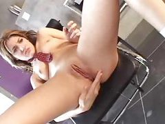She eats the creampie from her wet pussy tubes