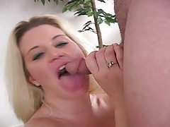 Bubble butt milf gives an energetic blowjob tubes