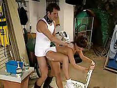 Handyman bangs the household hottie from behind tubes