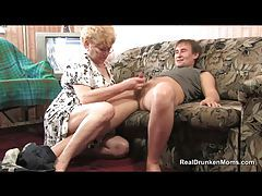 Granny in glasses sucks a cock tubes