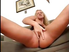 Big tits hottie fingers solo tubes