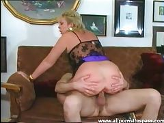 Mature minx with big ass riding big dick tubes
