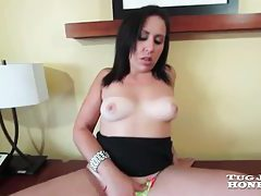 Smiley milf with chunky ass rubbing her clit tubes