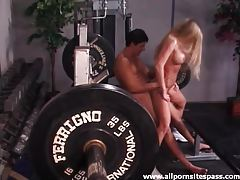 Sporty milf with fake tits laid in gym tubes
