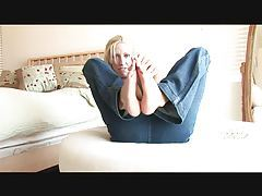 Slim girl in jeans teases her sexy feet tubes