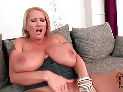She shakes her big tits around to arouse tubes