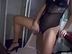Lean masturbating webcam girl in lingerie tubes