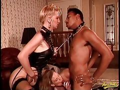 Two ladies keep a dude on a leash to get laid tubes