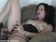She smokes and dildo fucks her hot pussy tubes
