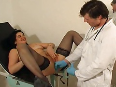 Doctor fists mature pussy in exam chair tubes