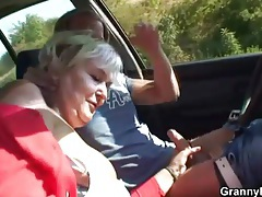 Fucking mature in the car and grass tubes