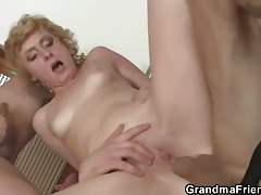 Old lady does double pussy penetration tubes