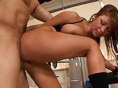 Halie James gives her pussy a rest and has Ben work on her big tits before he cums all over her! tubes