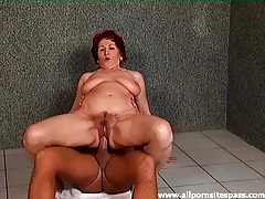 Mature sits on a dick on the bathroom floor tubes