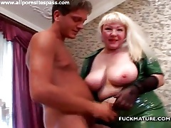 Blonde mature in tight latex gives him a titjob tubes