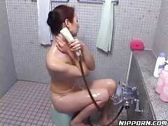 See her sexy wet body in the shower tubes