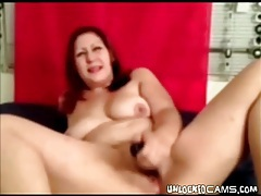 Webcam BBW stuffs toy into her cunt tubes