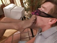 He worships the feet of sexy blonde milf tubes