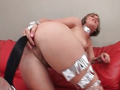 Girl puts horse tail dildo up her ass tubes
