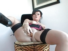 Mature wears beautiful lingerie to masturbate tubes