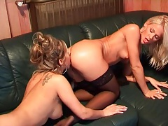 Vaginal pleasure with two sexy lesbian babes tubes