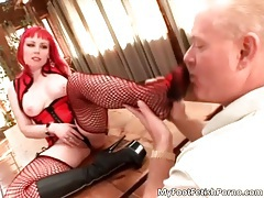 Sexy redhead babe gets her black boots adored for foot fetish scene tubes