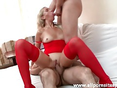 High heels slut in red lingerie does threesome tubes