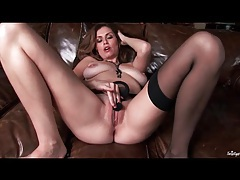 Natural boobs model jamie lynn fingers solo tubes