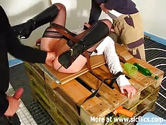 Amateur slut fist fucked by two builders tubes