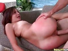 Big boner goes balls deep in a slutty moaning girl tubes