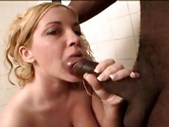 Giving wet head to black cock in bathroom tubes