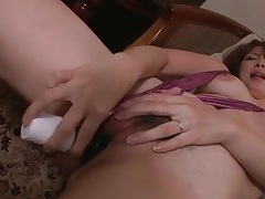 She fucks a toy into her vagina in a close up clip tubes