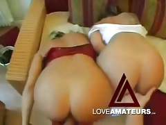 Two beautiful amateurs fucked in a great threesome tubes