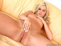 Blonde rubs pretty pussy with talented fingers tubes