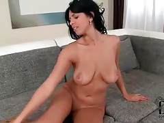 Big ass and titties on a sexy brunette solo girl tubes