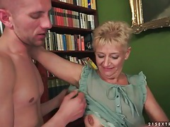 He goes down on her shaved mature pussy tubes