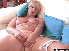 Chubby grandma with big old tits fucks a vibrator tubes