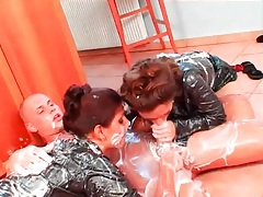 Messy food fuck threesome with two babes tubes