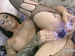 Busty hottie austin lynn fucks a dildo tubes