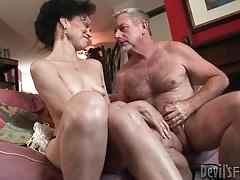 Mature slut gives head to big old man cock tubes