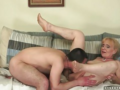 Kissing and fucking this sexy mature chick tubes
