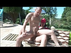 Outdoor anal sex with shemale top taking him tubes