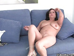 Mature mom with big tits gets finger fucked tubes