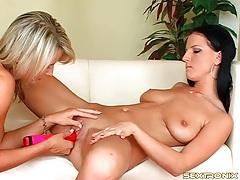 Hot looking euro ladies lesbian dildo fucking tubes