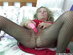 Granny with big tits wears pantyhose as she fucks a dildo tubes