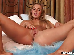 Teen with toys fucks the sexy pussy tubes