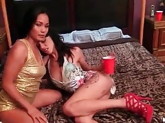 Young party girls eat pussy in bed tubes