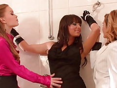 Classy bound girl in bathroom licked by hotties tubes