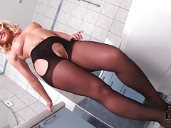 Wicked glamorous blonde in pantyhose teases tubes
